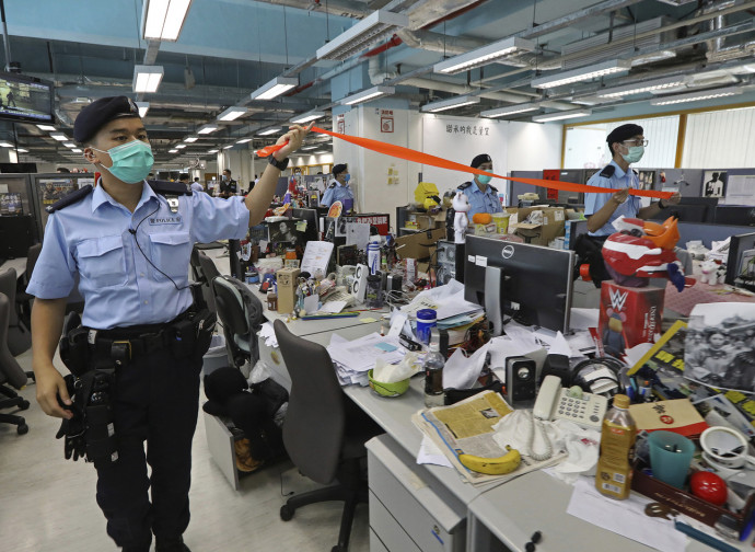 Police storms the Apple Daily office