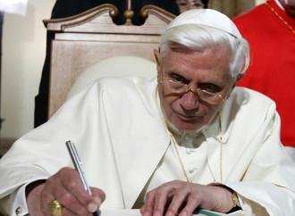 """Gli """"appunti"""" di Benedetto XVI"""