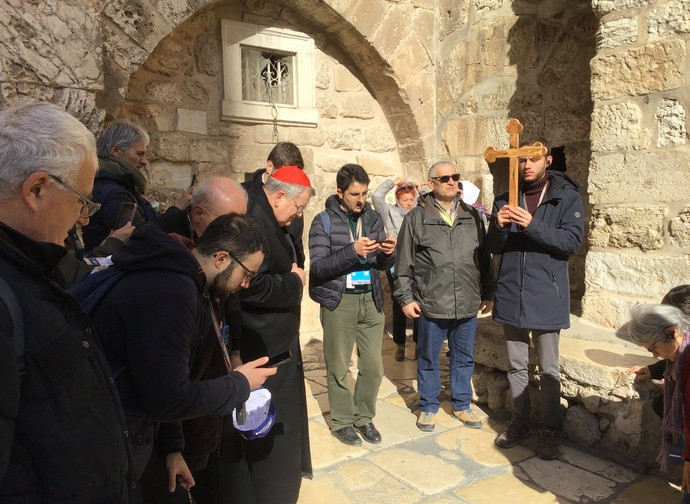 Cardinal Burke leads the Via Crucis in Jerusalem