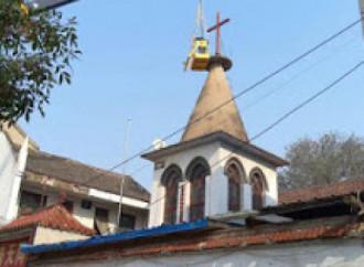Cina, lotta alle religioni: distrutta chiesa storica